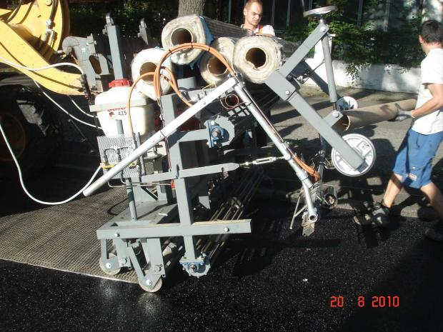 Verlegung von S&P Glasphalt® G mit der S&P Verlegemaschine.